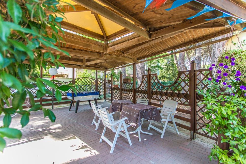 Area Relax in giardino Albergo Zadina di Cesenatico pineta